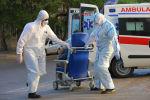 Медики везут больного в Госпитале Таможенного Комитета, фото из архива