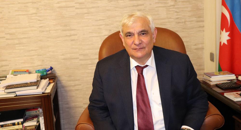 Xalq yazıçısı Kamal Abdulla