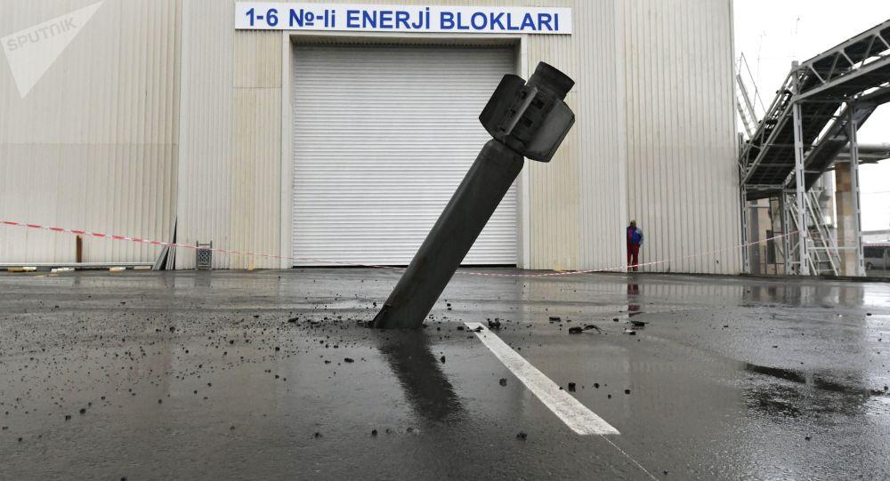 Ракета реактивной системы залпового огня (РСЗО) Смерч на территории Мингечевирской ГЭС, фото из архива