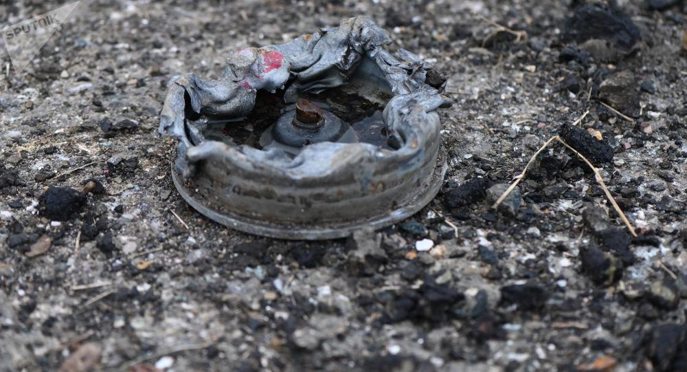 Противотанковая мина на обочине дороги в Карабахе, фото из архива