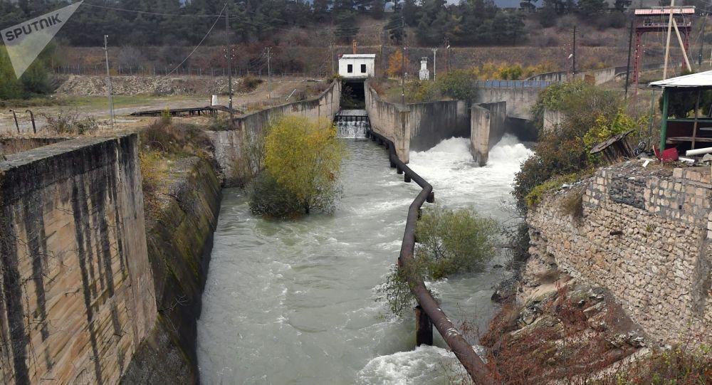 Гидротехнические сооружения на плотине Суговушанского водохранилища, обеспечивающего подачу воды в Тертерский, Геранбойский и Евлахский районы Азербайджана.