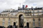 Флаг Франции на Елисейском дворце, фото из архива