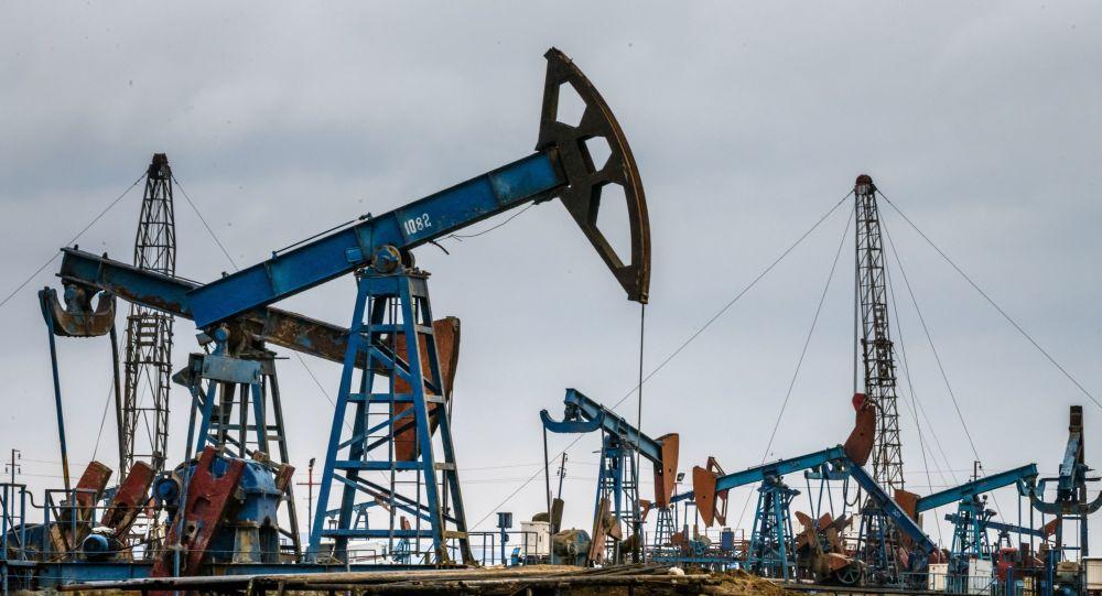 Нефтяные насосы в Баку, фото из архива