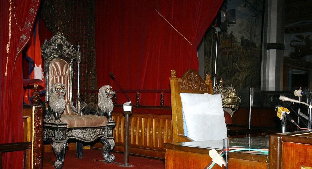 Пустой трон, фото из архива
