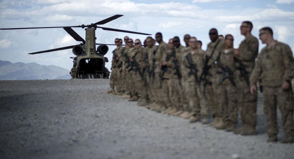 ABŞ hərbçiləri Əfqanıstanda Baqram aviabazasında, arxiv şəkli