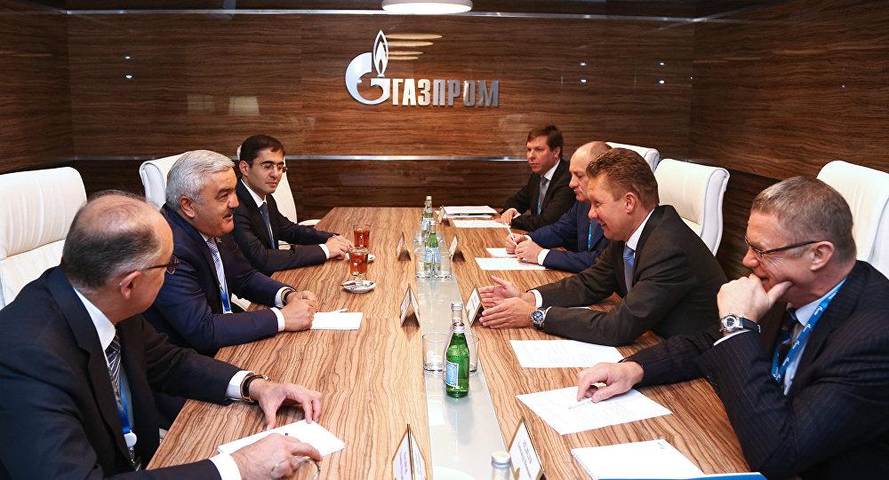 Главы SOCAR и Газпрома Ровнаг Абдуллаев и Алексей Миллер, фото из архива