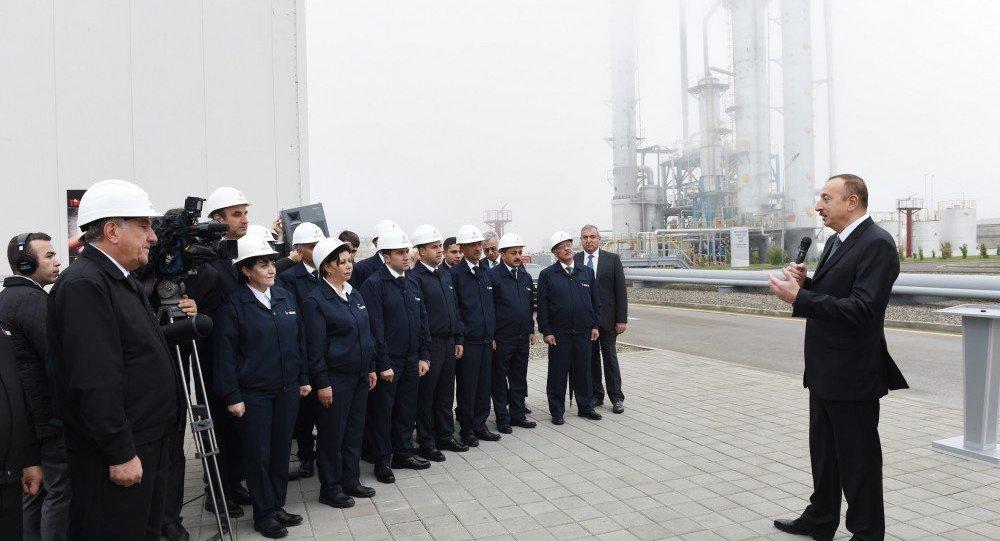 Президент Ильхам Алиев на встрече с коллективом Этилен-пропиленового завода ПО «Азеркимья» в Сумгайыте