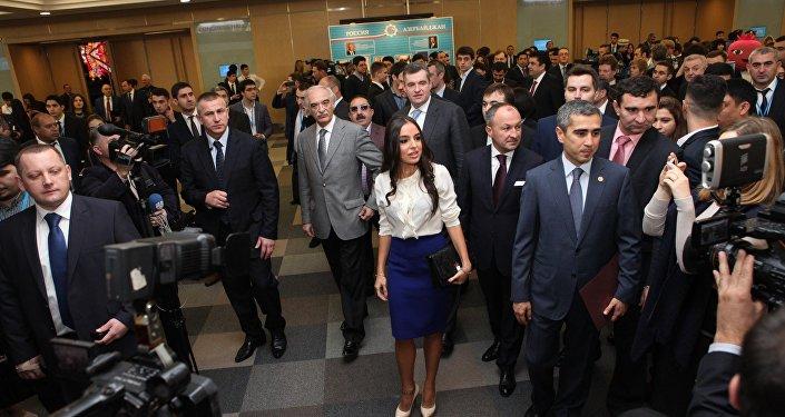 Председатель АМОР, президент Фонда Гейдара Алиева Лейла Алиева на VI Форуме Азербайджанского молодежного объединения России (АМОР).
