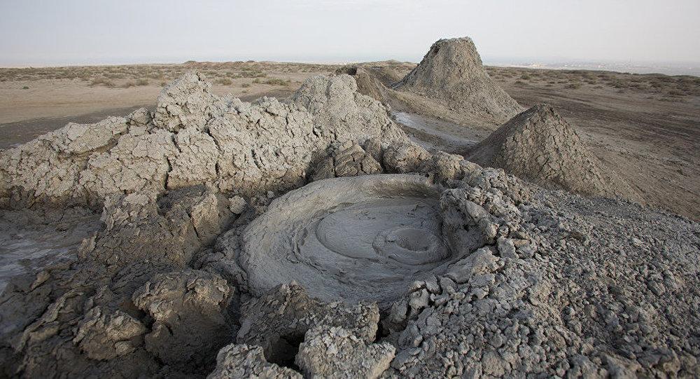 Спящий грязевой вулкан на Абшеронском полуострове, архивное фото