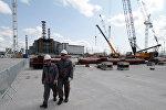 Строительство нового саркофага над реактором Чернобыльской АЭС. Архивное фото