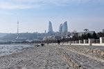 Вид на телебашню и Flame Towers с бакинского бульвара