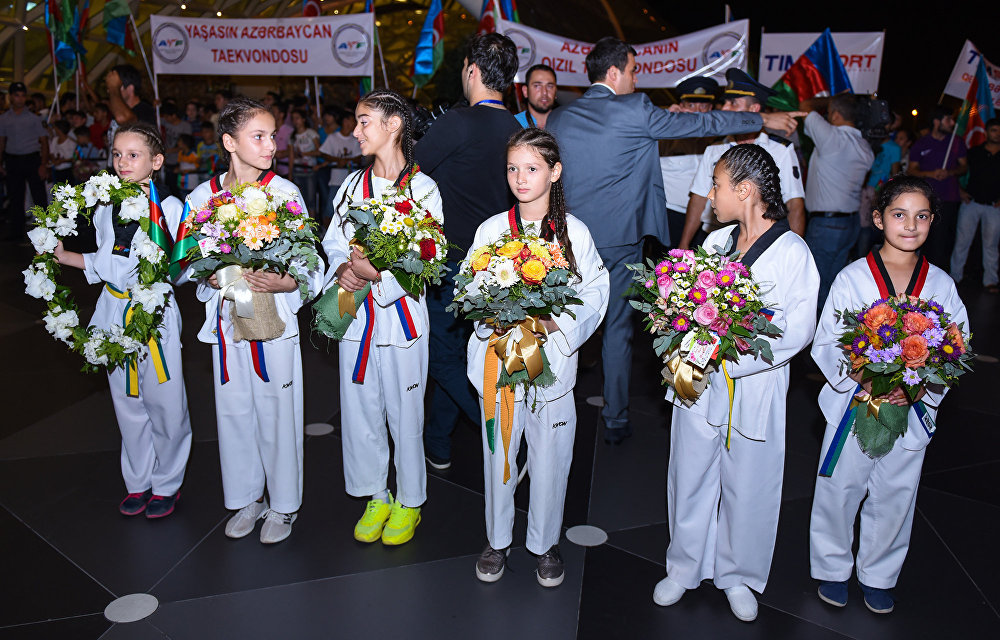 Азербайджанские олимпийцы вернулись домой