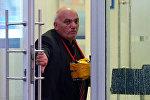 Арам Петросян, угрожающий устроить взрыв, в отделении «Ситибанка» на Большой Никитской улице