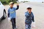 İsmayıllı yolunun kənarındakı ticarətçi uşaqlar