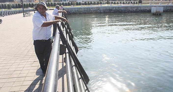 Рыбак с 40-летним стажем Садраддин Алиев