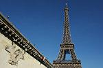 Эйфелева башня и мост Йены в Париже, фото из архива