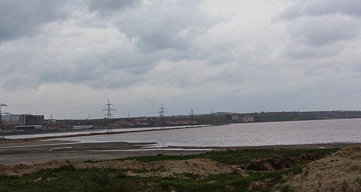 2010-cu ildə bu ərazidə Duz Zavodu inşa edildi və zamanla Duz gölünün ətrafı hasara alındı
