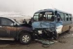 В Гусарском районе пассажирский автобус столкнулся с пикапом
