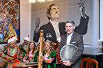 Заслуженный артист Азербайджана, главный педагог кафедры Мугама Азербайджанского государственного университета культуры и искусств, ханенде Тейюб Асланов
