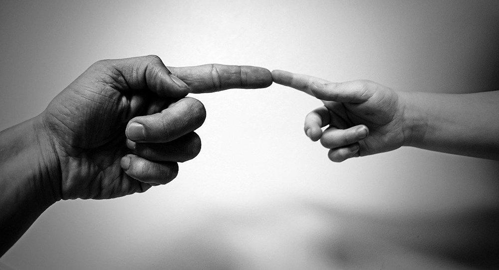 Мужская и детская руки, фото из архива