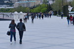 Жители столицы на Приморском бульваре в Баку, архивное фото