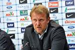 Futbol üzrə milli yığmamızın məşqçisi Robert Prosineçkin