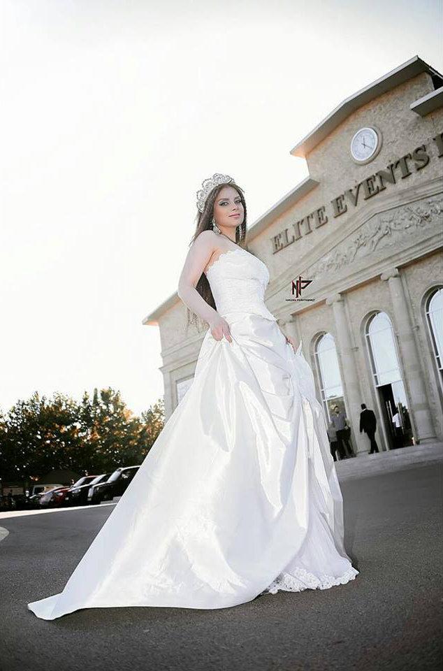 Теграна Бахрузи в новой фотосессии