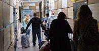 Пассажиры в аэропорту, фото из архива