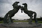 Фигуры коней на площади Чингисхана в Ордосе
