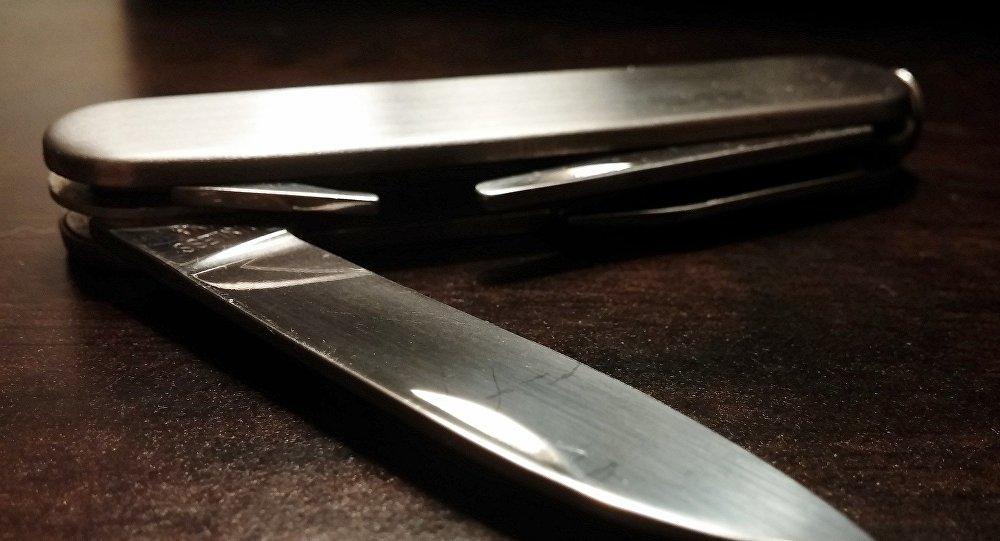 Нож в руке, фото из архива