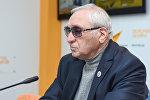 Президент Азербайджанской психиатрической ассоциации Надир Исмаилов в ходе видеомоста в мультимедийном международном пресс-центре Sputnik Азербайджан, приуроченного ко Всемирному дню психического здоровья