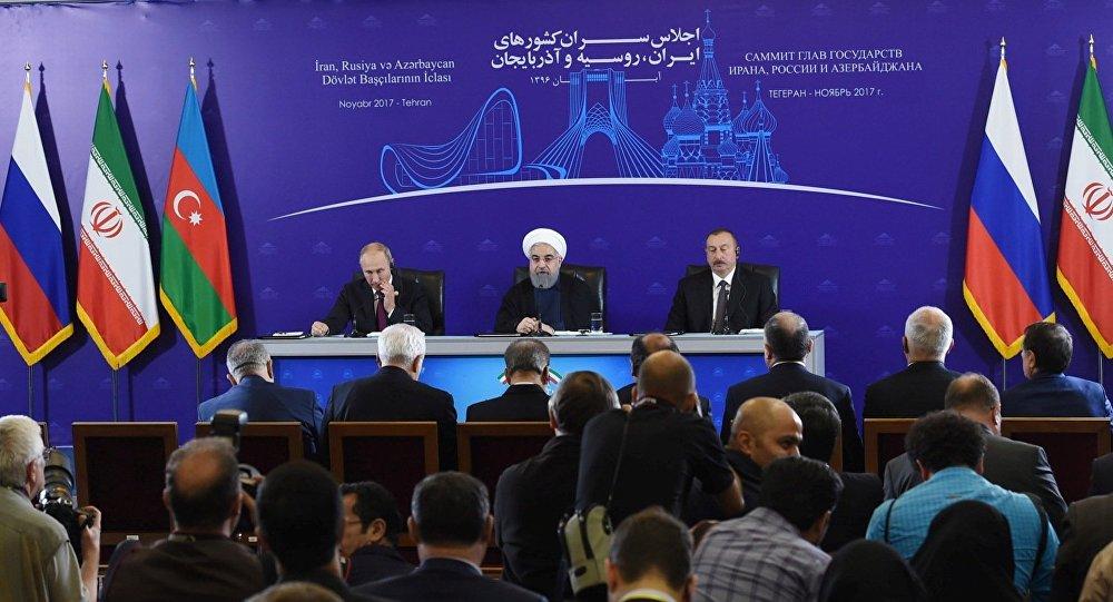 Президент Азербайджанской Республики Ильхам Алиев, Президент Исламской Республики Иран Хасан Роухани и Президент Российской Федерации Владимир Путин (справа налево)