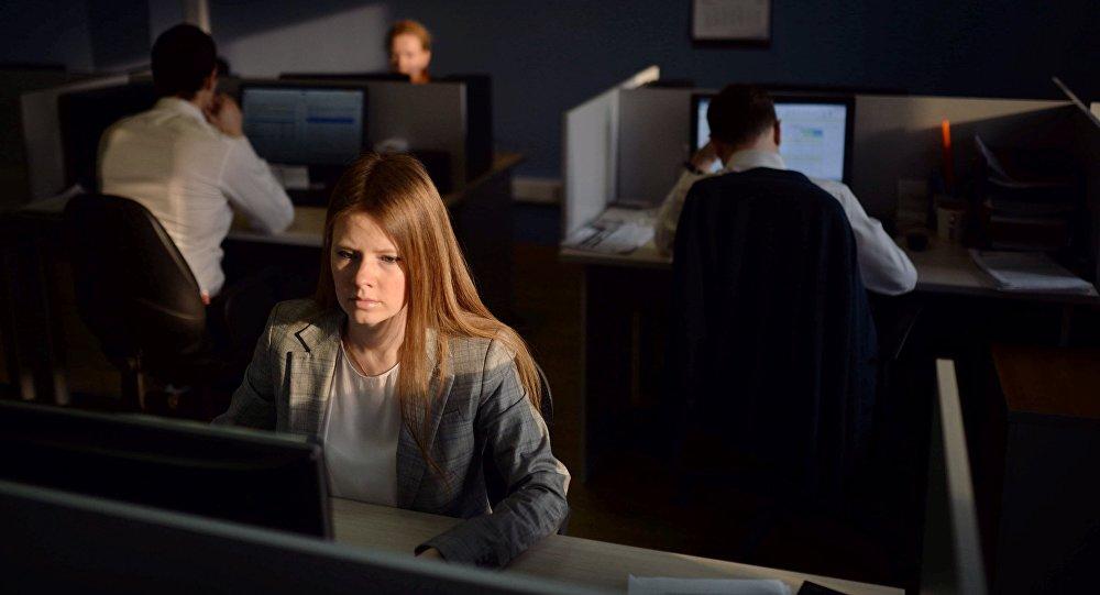 Ofis işçiləri, arxiv şəkli