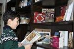 Kitab oxuyan uşaq