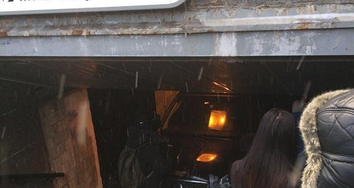 Пенсионер въехал на автомобиле в подземный переход у метро Московская в Санкт-Петербурге