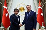 Türkiyə prezidenti Rəcəb Tayyib Ərdoğan və baş nazir Əhməd Davudoğlu
