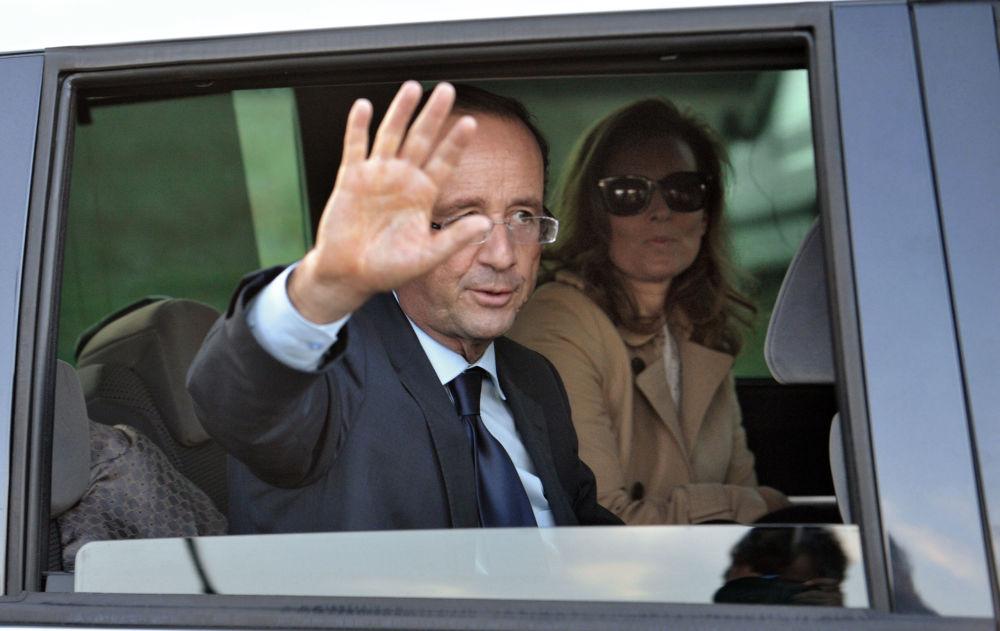 Президент Франции Франсуа Олланд с женой Валери Триервейлер