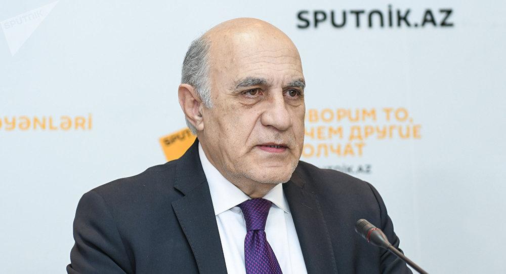Fikrət Sadıxov – Qərbi Kaspi Universitetinin professoru