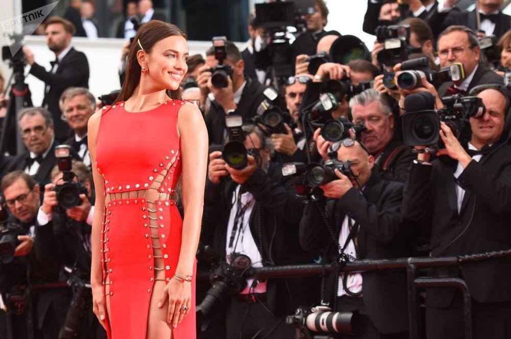 Модель Ирина Шейк на красной дорожке 71-го Каннского международного кинофестиваля