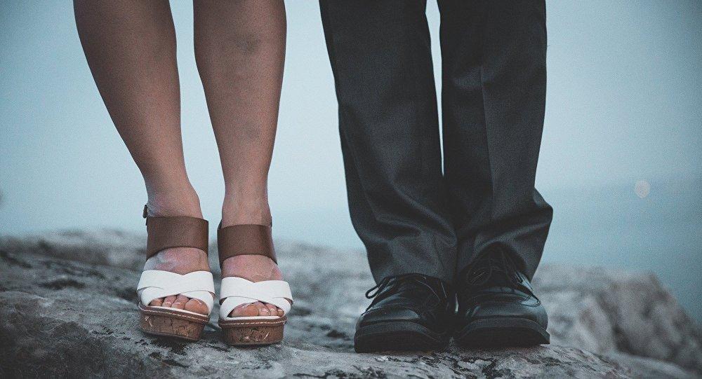 Ноги женщины и мужчины, фото из архива