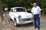 Джумшуд Ахмедов cо своим раритетным автомобилем Москвич 403