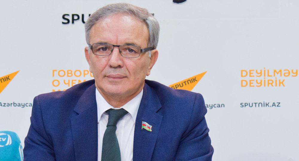 Председатель Советы прессы Афлатун Амашев