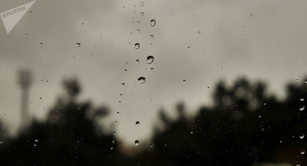 Yağışlı və küləkli hava, arxiv şəkli