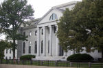 Здание Гарвардского университета в Кембридже, Массачусетсе