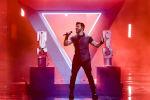 Чингиз Мустафаев из Азербайджана исполняет песню Правда во время второго полуфинала 64-го конкурса Евровидение-2019 в Тель-Авиве