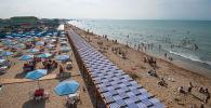 На одном из абшеронских пляжей, фото из архива