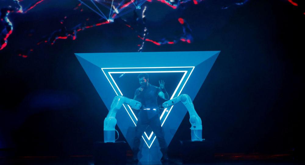 Чингиз Мустафаев из Азербайджана выступает во время Гранд Финала Конкурса Песни Евровидение 2019 года в Тель-Авиве, Израиль