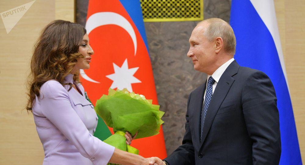 Rusiya Prezidenti Vladimir Putin və Azərbaycanın Birinci vitse-prezidenti Mehriban Əliyeva görüş zamanı