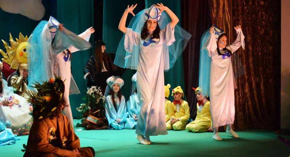 Премьера спектакля Весна в Кукольном театре в Баку