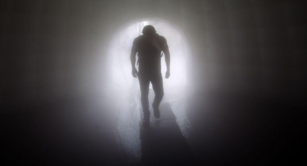 Силуэт человека, фото из архива